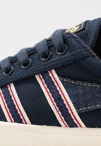 Gola - TENNIS MARK COX SELVEDGE - Sneakersy niskie - navy/indigo - 2
