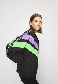 Karl Kani - TAPE BLOCK TRACKJACKET  - Training jacket - blacklilacgreen - 5