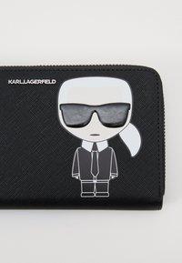 KARL LAGERFELD - IKONIK CONT ZIP WALLET - Portfel - black - 3