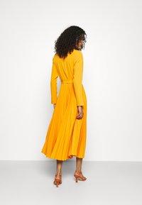 Closet - CLOSET PLEATED SHIRT DRESS - Maxi dress - rust - 2