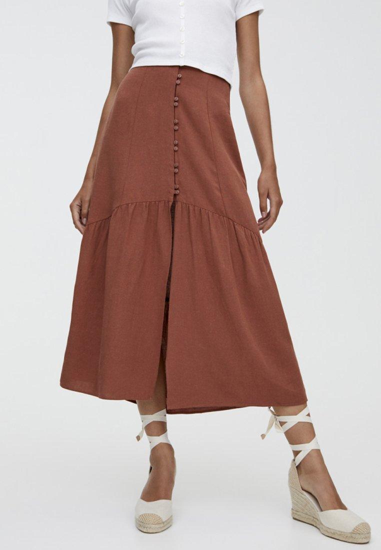 PULL&BEAR - MIT KNÖPFEN  - Maxi skirt - brown