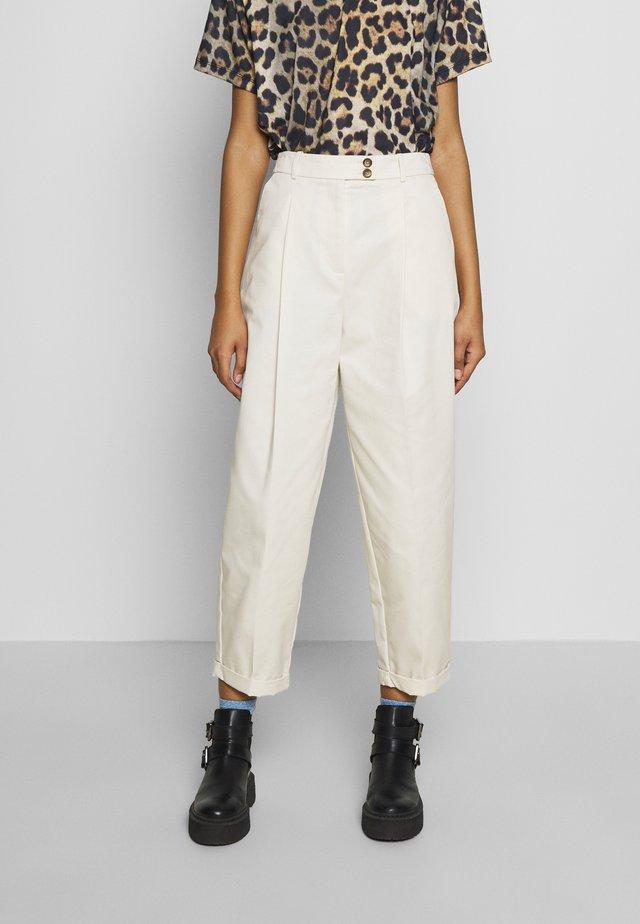 CHARLEY  - Pantalones chinos - ecru