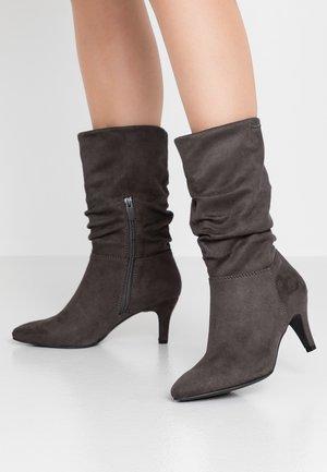 Boots - coal