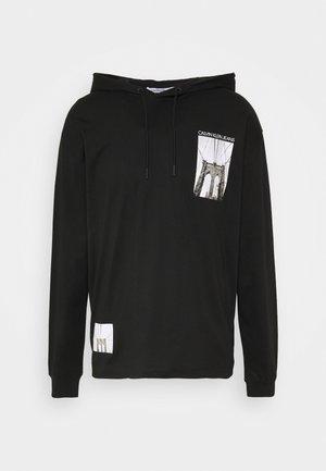 NYCK PHOTOPRINT HOODED - Bluza z kapturem - black