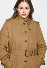 Tommy Hilfiger Curve - Trenchcoat - countryside khaki - 3