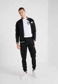 Plein Sport - ROUND NECK ORIGINAL - T-shirt med print - white - 1