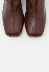 MM6 Maison Margiela - STIVALETTO TACCO BARATTOLO BASSO - Classic ankle boots - friar brown - 6