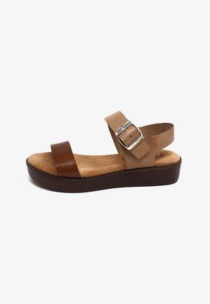 Sandalias con plataforma - cuero