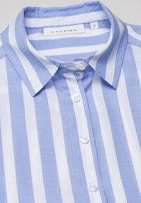 Eterna - MODERN CLASSIC - Button-down blouse - hellblau/weiß - 3
