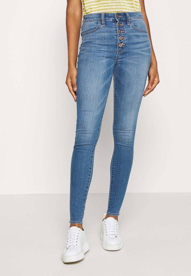 SUPER HI-RISE - Jeans Skinny Fit - campus brights