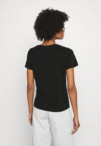 CLOSED - CREW NECK WITH LOGO ON CHEST - Print T-shirt - black - 3
