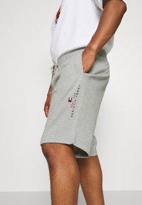 Tommy Hilfiger - ESSENTIAL - Shorts - medium grey heather - 4