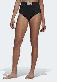 adidas Originals - BOY PANTS - Shorts - black - 0