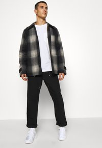 Carhartt WIP - DOUBLE KNEE PANT DEARBORN - Pantalon classique - black rinsed - 4