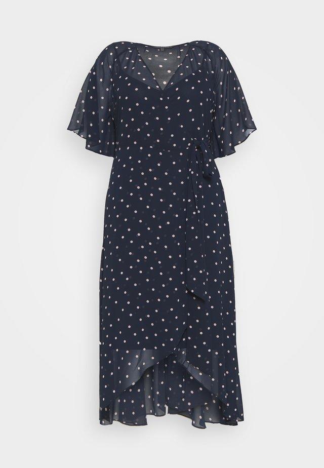 EMMA FLUTTER WRAP MAXI CURVE DRESS - Robe d'été - ditsy spot