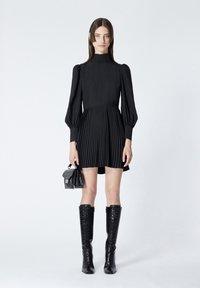 The Kooples - À DÉTAIL PLISSÉ - Day dress - black - 1