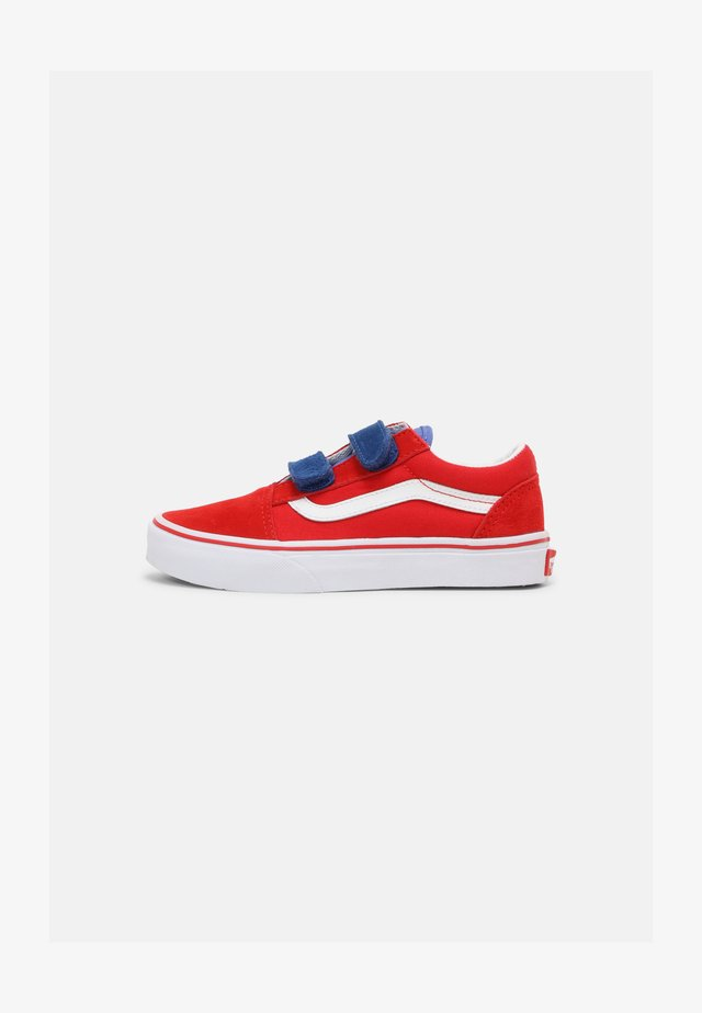 OLD SKOOL V UNISEX - Sneakers laag - high risk red/baja blue