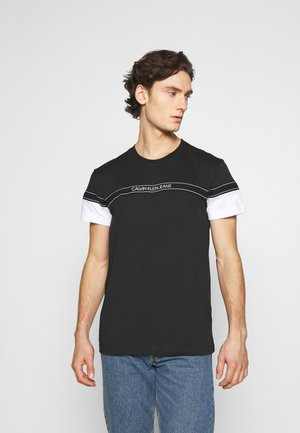 BLOCKING LOGO TAPE  - Print T-shirt - black