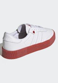 adidas Originals - SAMBAROSE - Joggesko - footwear white/scarlet/core black - 3