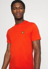 Lyle & Scott - PLAIN - T-shirt - bas - burnt orange - 3