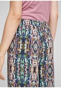 QS by s.Oliver - REGULAR - Trousers - pink aop - 5