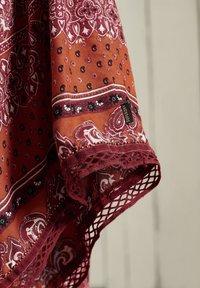 Superdry - AMIRA  - Pleated skirt - rust print - 2