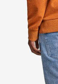 Jack & Jones - Sweatshirt - umber - 4