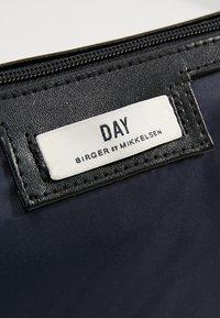 DAY Birger et Mikkelsen - DAY GWENETH - Toalettmappe - navy blazer - 5