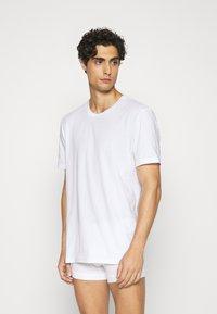 Nike Underwear - CREW NECK 2 PACK - Undershirt - white - 1