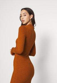 Even&Odd - Pouzdrové šaty - brown - 5