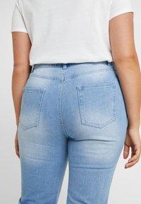 Missguided Plus - RAW HEM - Jeans slim fit - light blue - 3