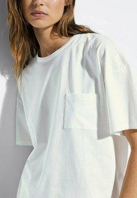 Massimo Dutti - MIT TASCHE  - T-shirt basic - white - 3