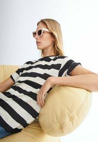 Massimo Dutti - GESTREIFTES SHIRT AUS REINER - Print T-shirt - black - 2