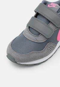 Nike Sportswear - VALIANT  - Tenisky - smoke grey/pink glow/white - 5