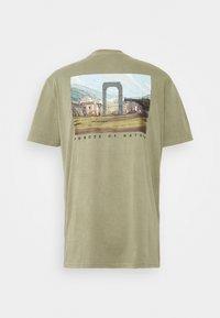 Element - STAR WARS X ELEMENT NEVARRO - Print T-shirt - olive - 1