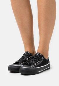 Rubi Shoes by Cotton On - VEGAN BILLIE RETRO RISE - Sneakers laag - black - 0