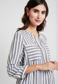 TOM TAILOR - BLOUSE STRIPED - Blouse - offwhite/navy - 4