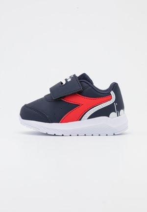 Løpesko konkurranse - blue corsair /high risk red