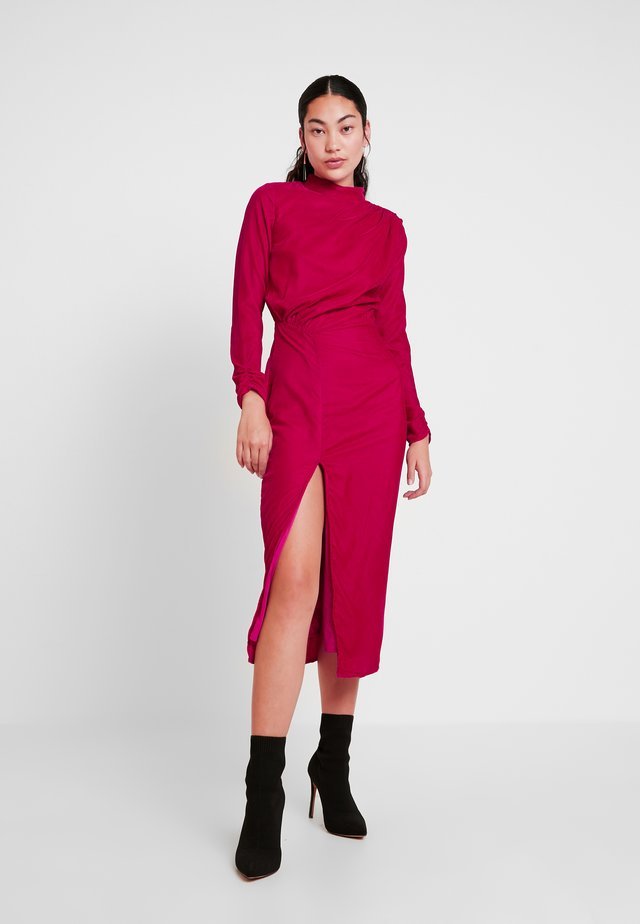 RUCHED SHOULDER AND WAIST DETAIL MIDI DRESS - Juhlamekko - red