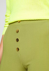 4th & Reckless - JAX - Trousers - olive - 4