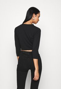 Missguided - BUTTON FRONT LONG SLEEVE CROP 2 PACK - Topper langermet - black white - 2