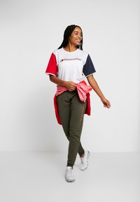 Tommy Sport - BIG LOGO - Joggebukse - green - 1