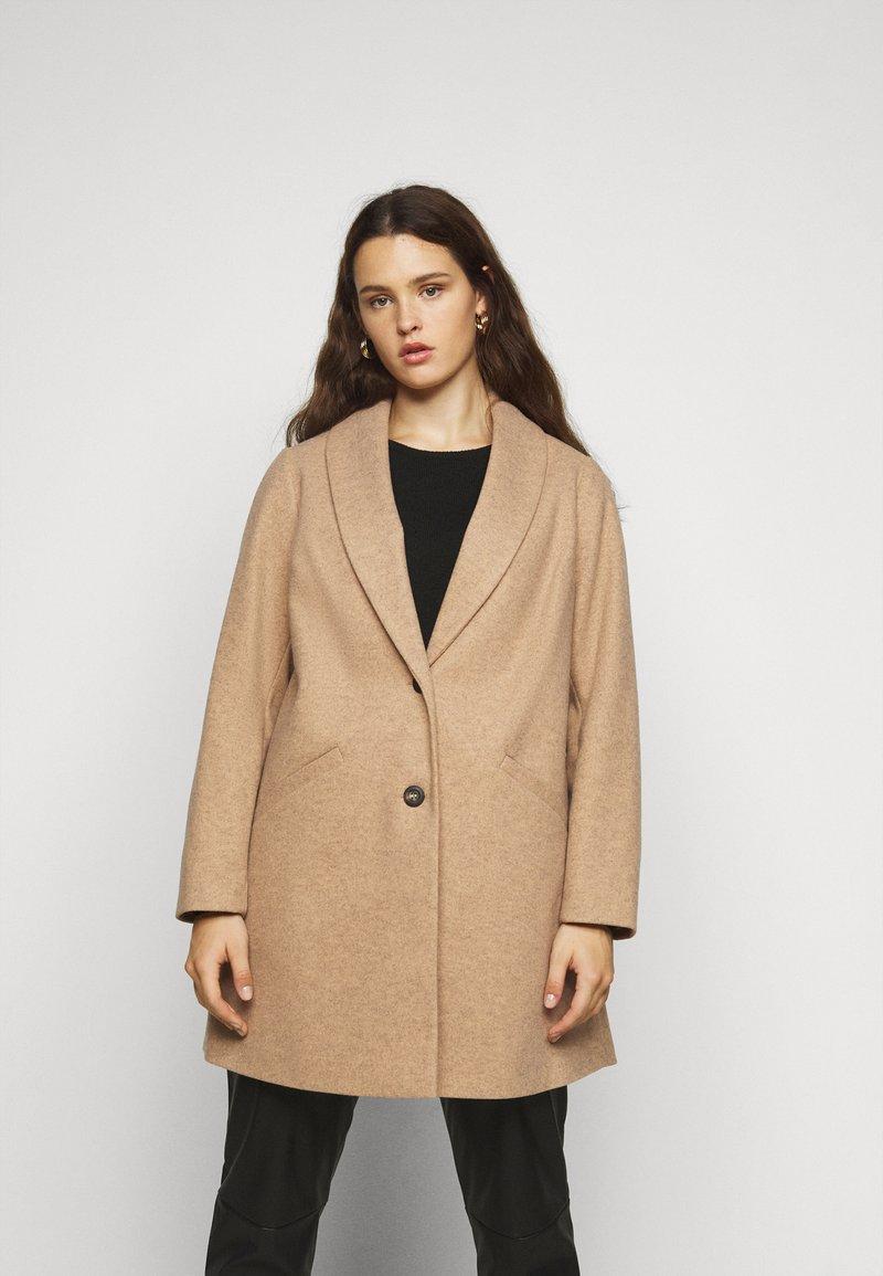 Dorothy Perkins Curve - MINIMAL SHAWL COLLARCROMBIE COAT - Short coat - camel