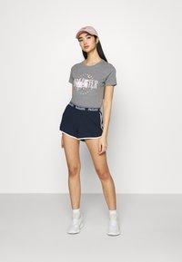 Hollister Co. - CHAIN LOGO - Shorts - navy - 1