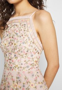 Needle & Thread - SWEET PETAL CAMI DRESS EXCLUSIVE - Koktejlové šaty/ šaty na párty - meadow pink - 4