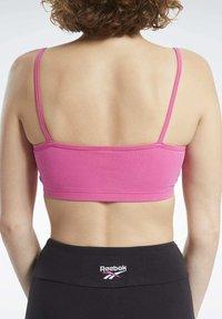 Reebok Classic - CLASSIC SMALL LOGO LOW-IMPACT BRA - Sports bra - pink - 4