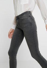 Selected Femme - SLFIDA SMOKE - Jeans Skinny Fit - black denim - 5