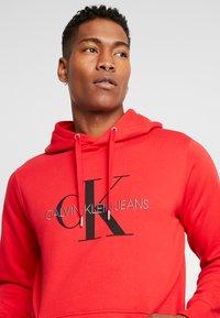 Calvin Klein Jeans - MONOGRAM HOODIE - Huppari - racing red - 4