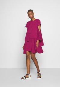 N°21 - Korte jurk - pink - 1