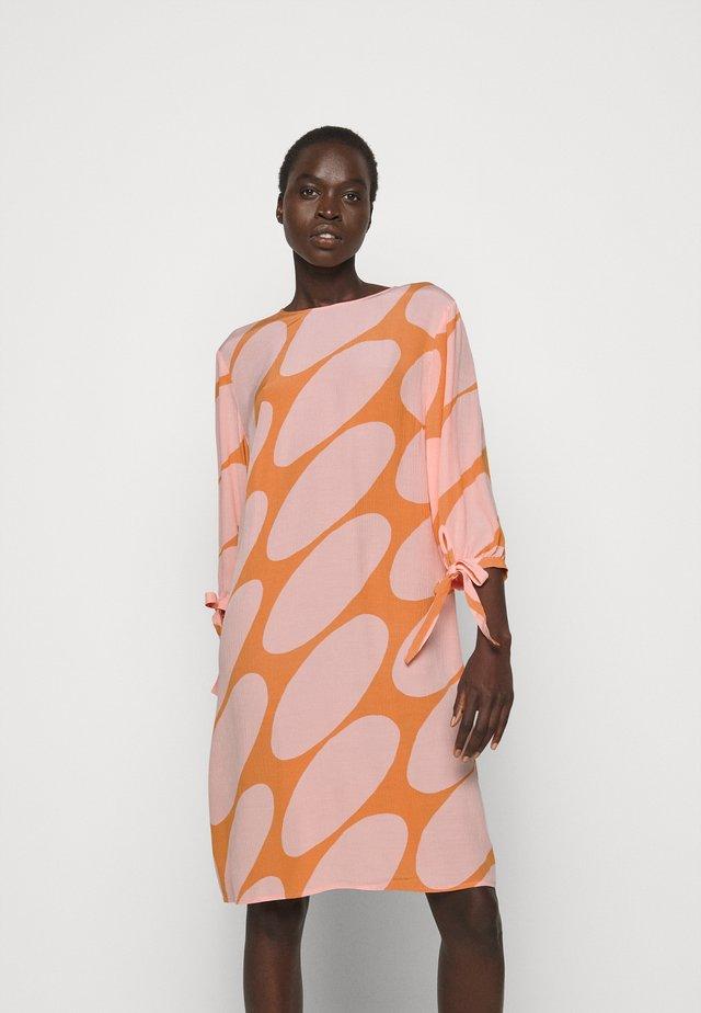 HEHKUU LINSSI DRESS - Freizeitkleid - coral/pink